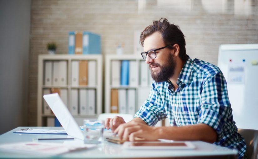 emprendedor con sitio web